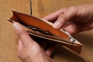 FLAT (かぶせなし長財布)